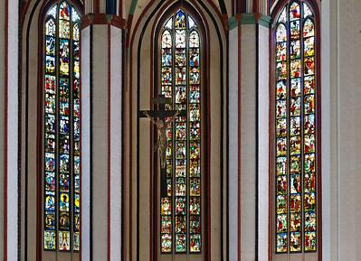 Frankfurt/Oder, St. Marien. Chor: in Mitte Christus-, links davon Schöpfungs-, rechts Antichristfenster (um 1360)