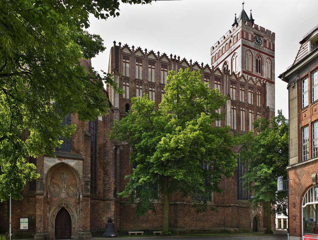 Frankfurt/Oder, St. Marien. Langhaus und nördl. Eingangshalle