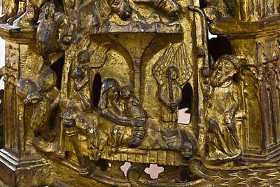 Frankfurt/Oder, St. Gertraud. Bronzeleuchter, Sockel, Detail (aus St. Marien)