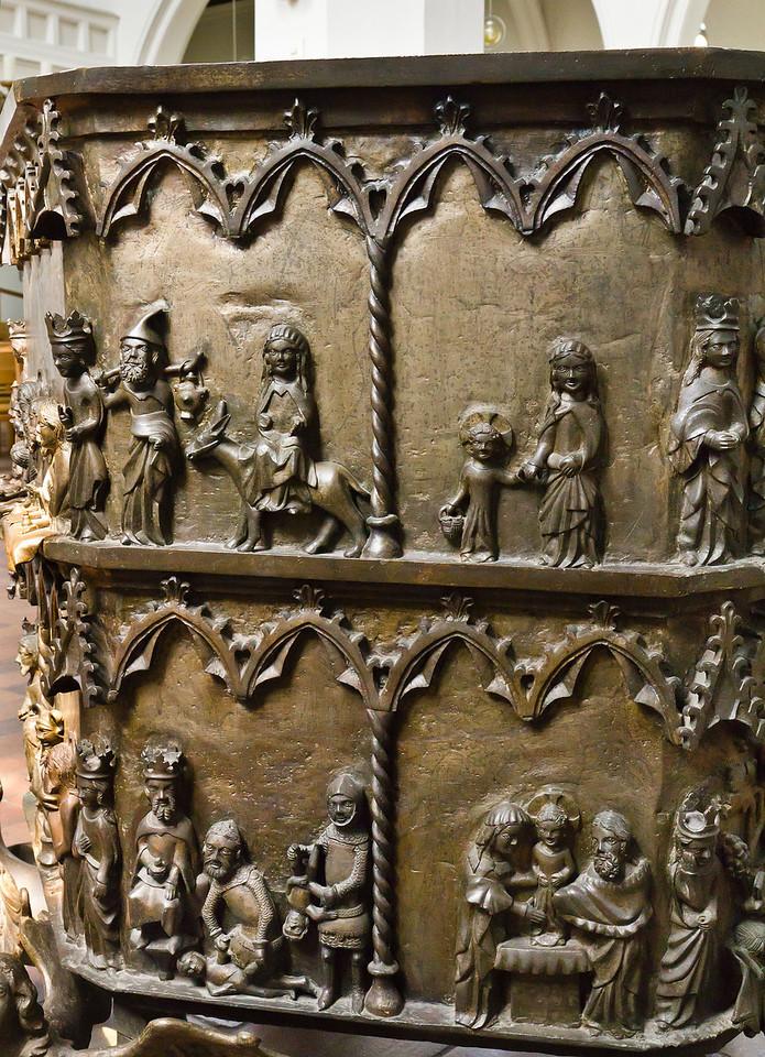 Frankfurt/Oder, St. Gertraud. Bronzetaufe, Kessel, Detail (aus St. Marien)