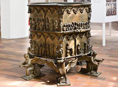 Frankfurt/Oder, St. Gertraud. Bronzetaufe, Kessel (1376, aus St. Marien)