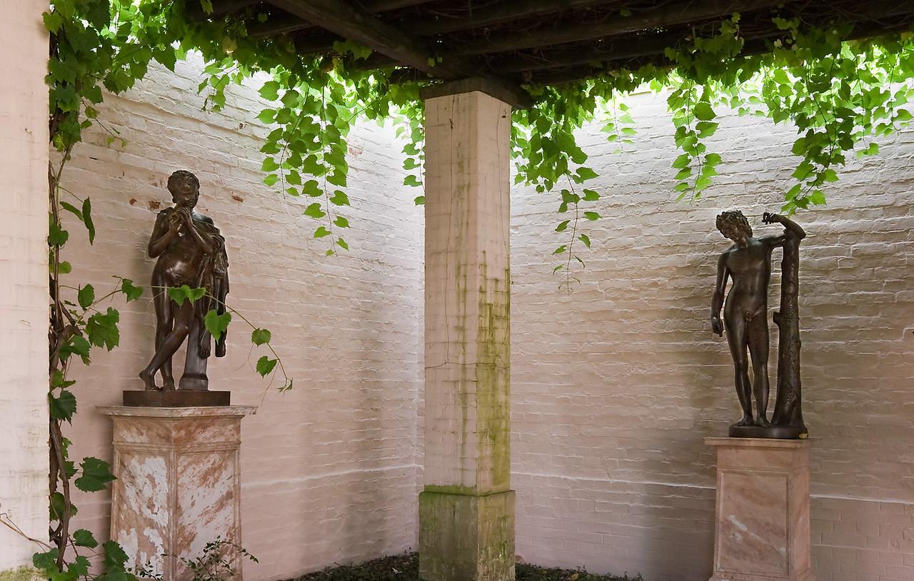 Branitz, Pergolenhof, Kopien antiker Statuen