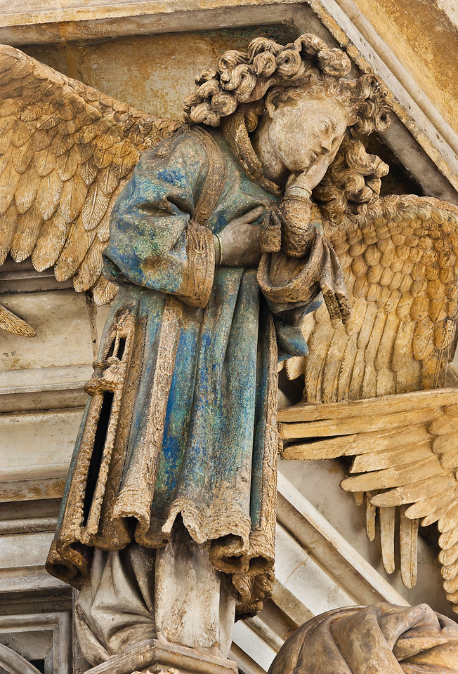 Dijon, Kartause. Mosesbrunnen: Engel zwischen Zacharias und Daniel