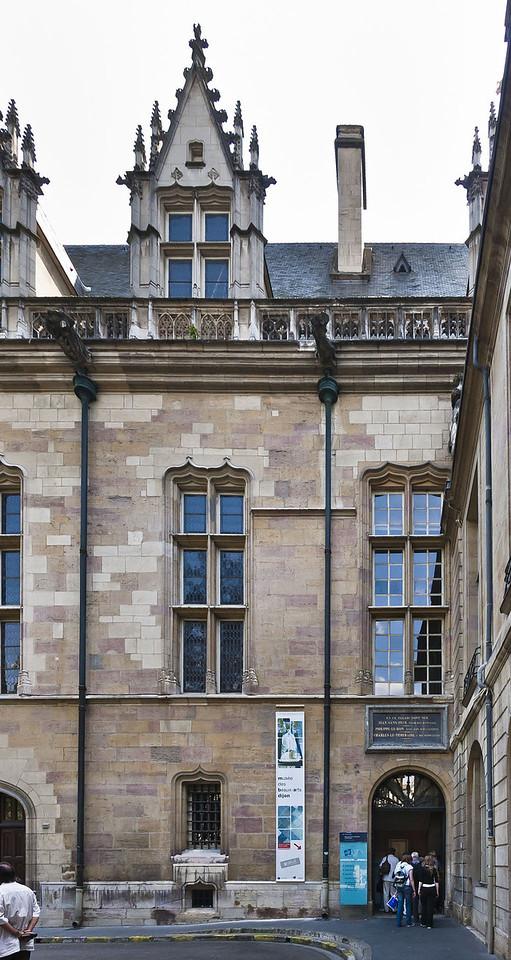 Dijon, Herzogspalast. Blick auf Salle des Gardes vom Place des Ducs