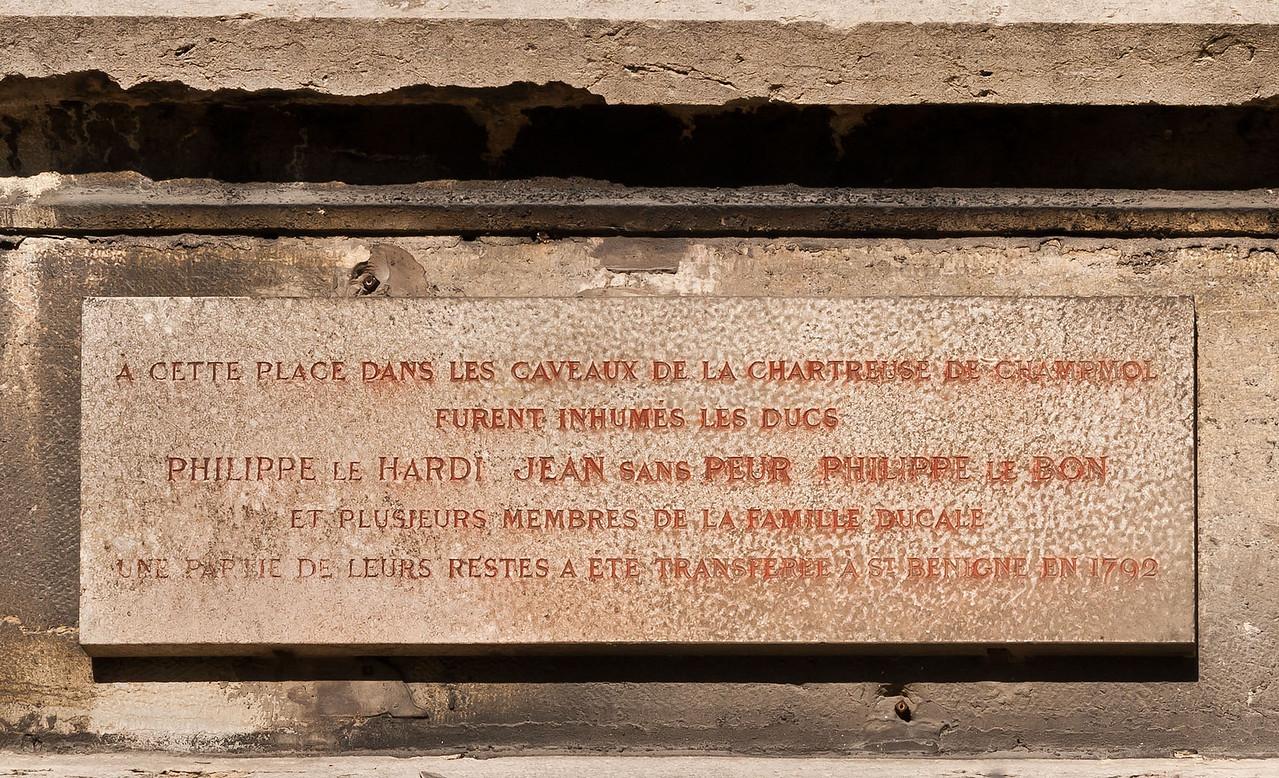 Dijon, Kartause von Champmol. Gedenktafel an Kirche