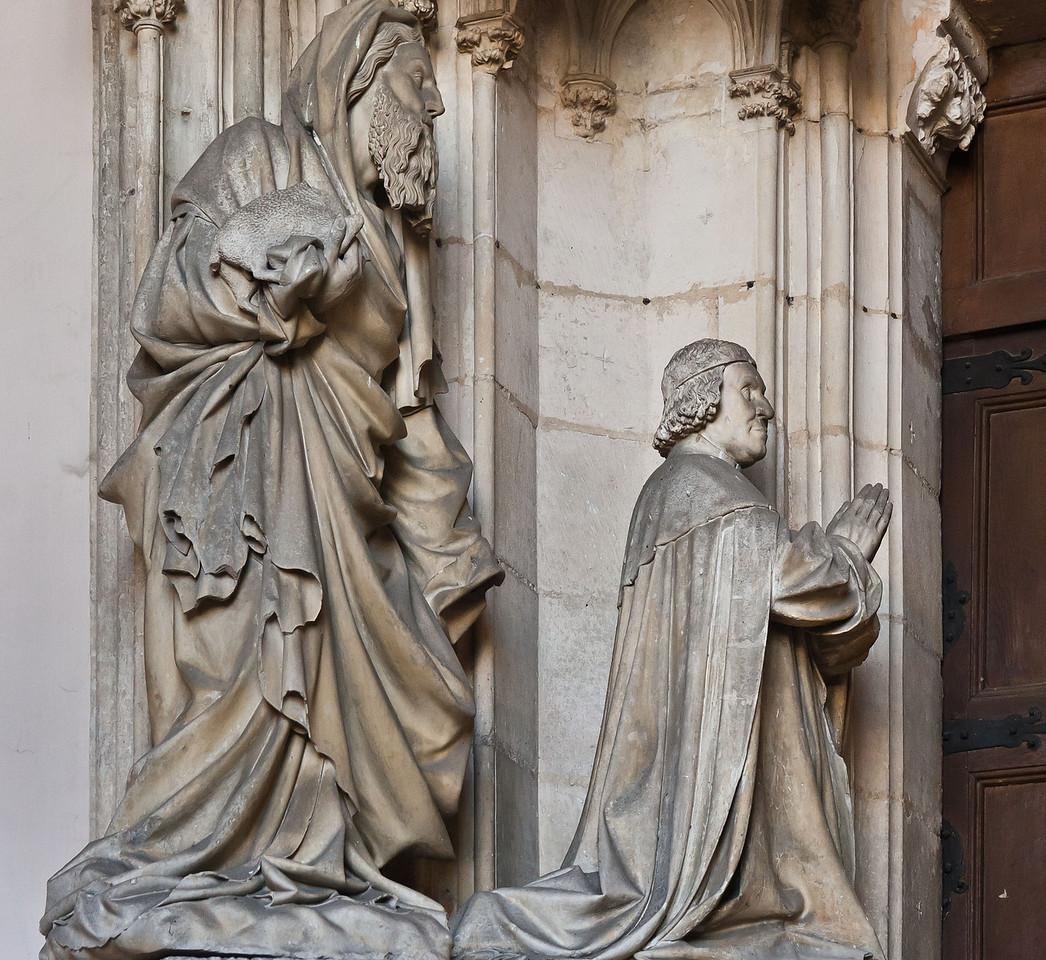 Dijon, Kartause. Sluter-Portal: Herzog Philippe der Kühne und Johannes d.T.