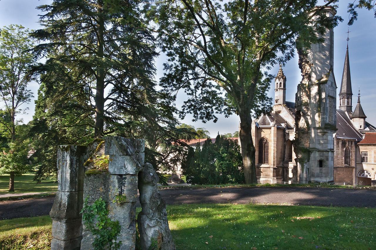 Dijon, Kartause von Champmol. Blick von Nordosten Richtung Kirche