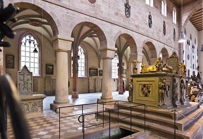 Heilsbronn, Münster: Blick über Hohenzollerngrab in südl. Mortuarium