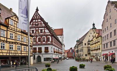 Nördlingen. Blick von St. Georg nach Norden auf Tanzhaus und Rathaus