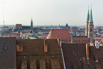 Nürnberg. Blick von Burg auf St. Lorenz, Frauenkirche und St. Sebald
