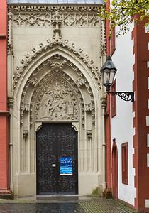 Würzburg. Marienkapelle: Nordportal mit Verkündigung