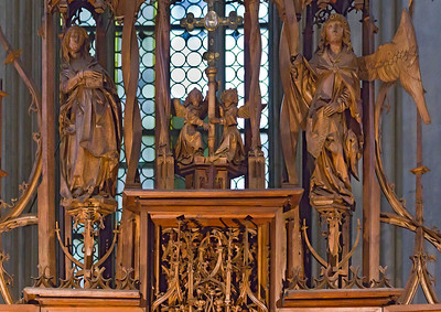 Rothenburg. St. Jakob, Heiligblutaltar, Maria, Reliquienkreuz und Engel