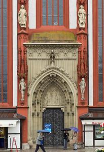 Würzburg. Marienkapelle: Südportal mit Kopien der Riemenschneider-Figuren