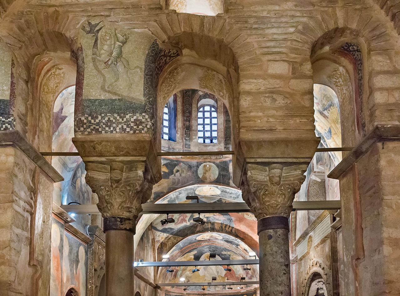 Istanbul, Chora-Kloster: zwei Kapitelle im Vorraum des Parekklesion