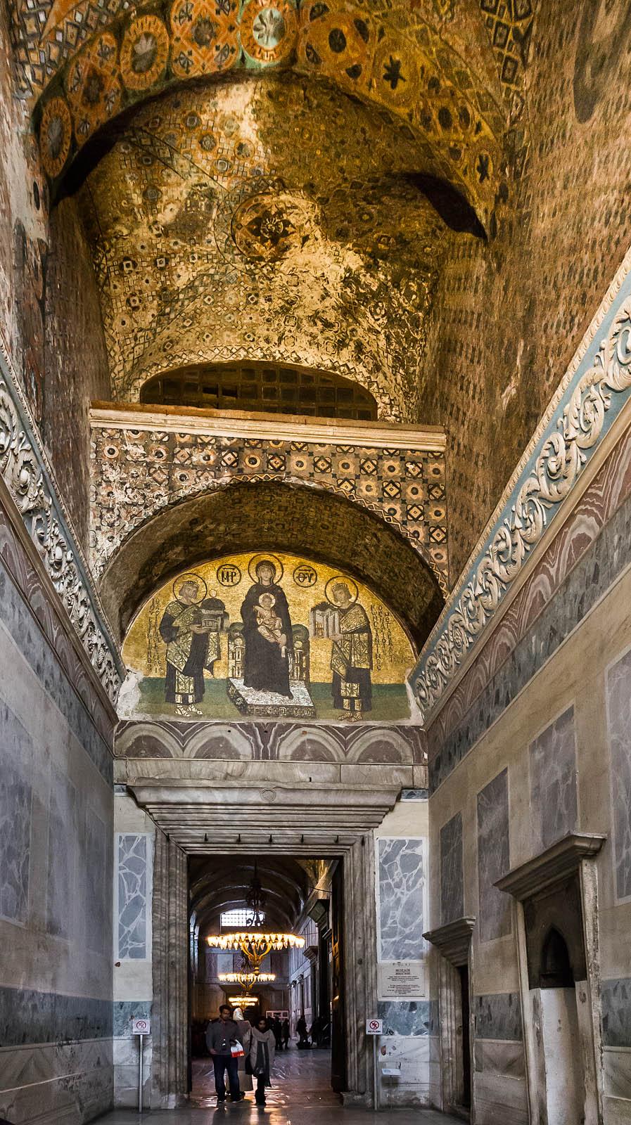 Istanbul, Hagia Sophia: Südvestibül des inn. Narthex mit Schöner Tür