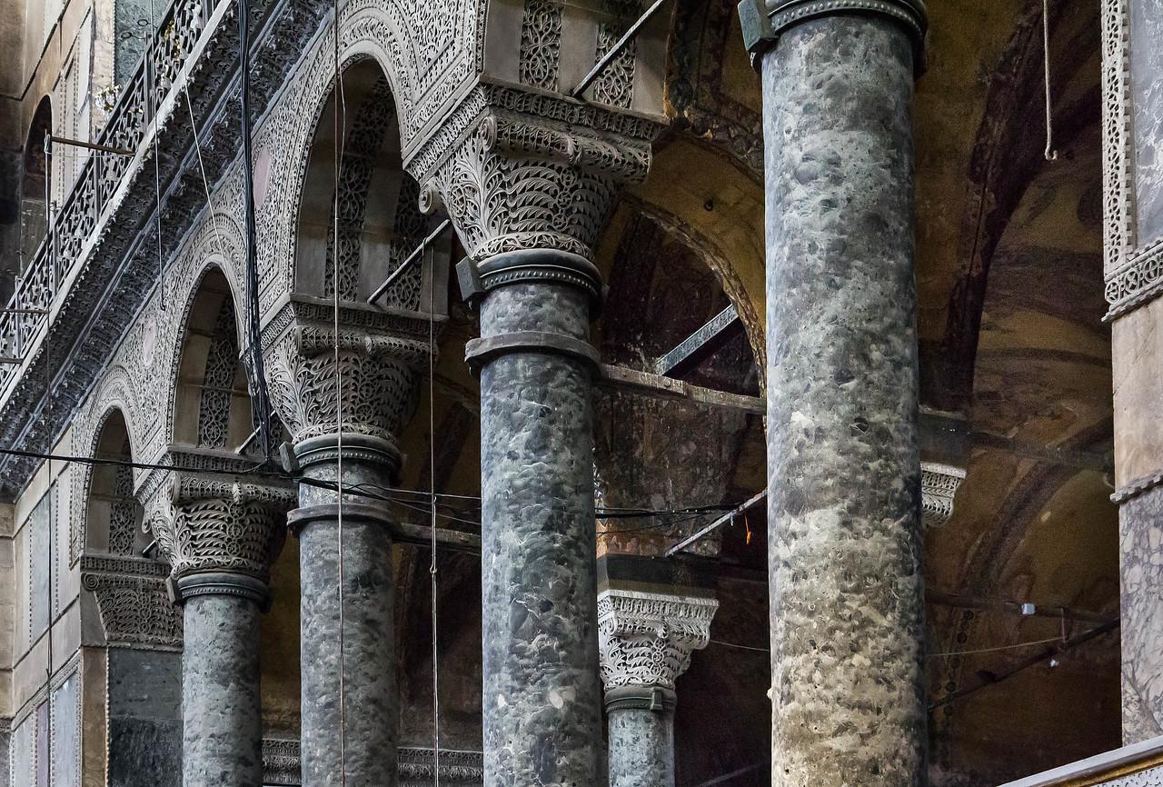 Istanbul, Hagia Sophia: Säulen der nödlichen Empore von der Seite