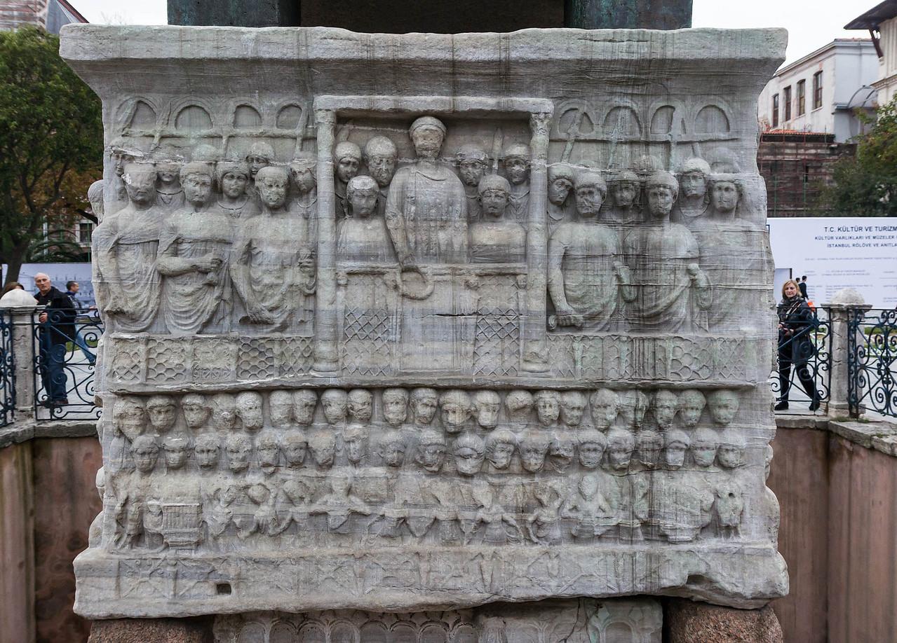 Istanbul, Obelisk im Hippodrom: Südostseite mit Musikern unten