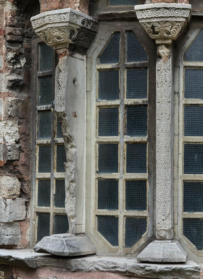 Istanbul, Pammakaristos-Kloster: Grabkapelle von Osten, Fenster mit Kapitellen
