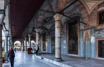Istanbul, Rüstem Pascha: Blick durch Vorhalle nach Norden