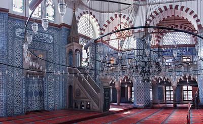 Istanbul, Rüstem Pascha: Blick nach Süden mit Mihrab (Gebetsnische) und Mimbar (Kanzel)