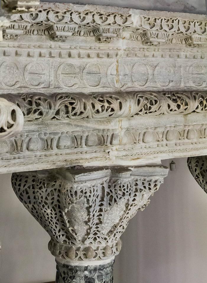Istanbul, Sergios und Bakchos: Architrav und Kapitell