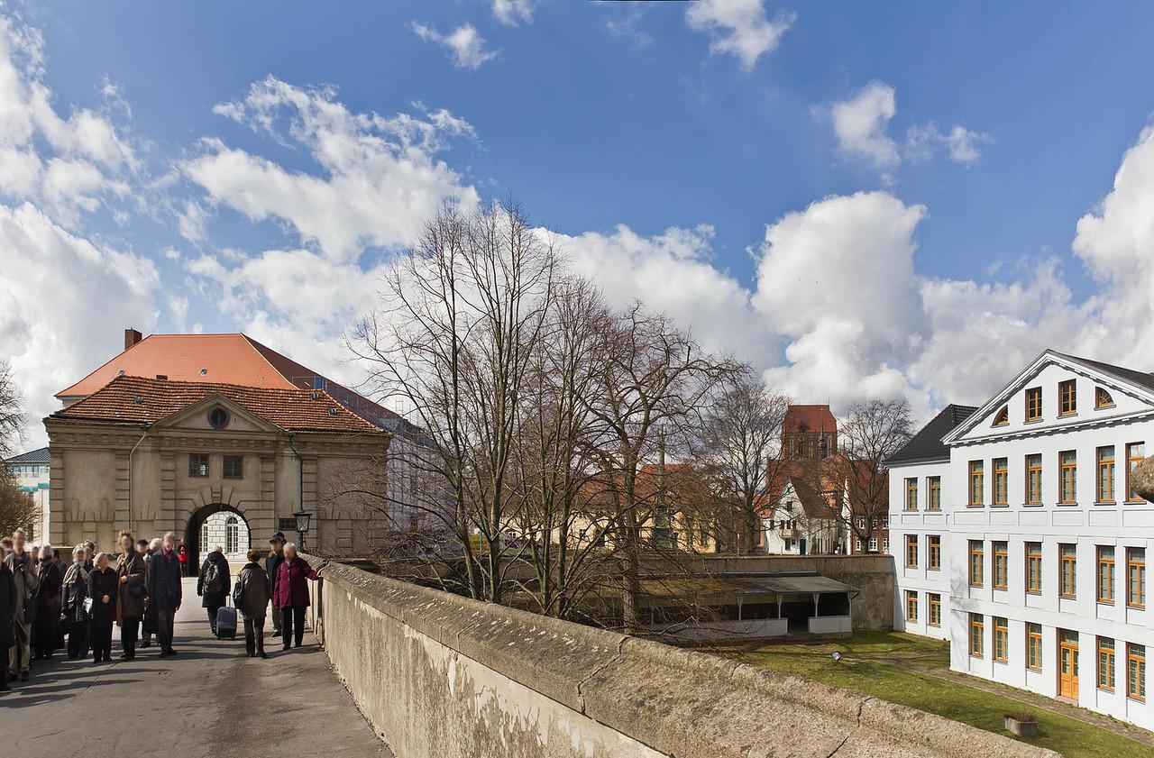 Güstrow, Schloss. Torhaus von Osten