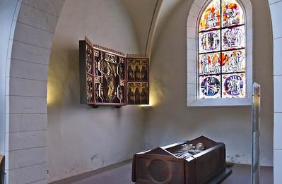 Gandersheim. Stiftskirche: Antoniuskapelle mit Marienaltar + Grabmal Liudolfs