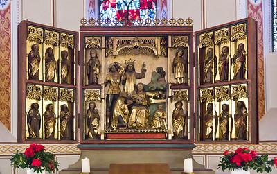 Gandersheim. Stiftskirche: Dreikönigsaltar, geschnitzter Schrein (1480/90)