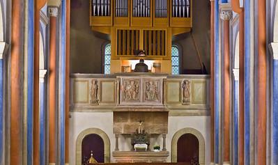 Goslar. Neuwerkkirche: Orgelempore mit Stuckreliefs der ehem. Lettnerkanzel (1230/40)