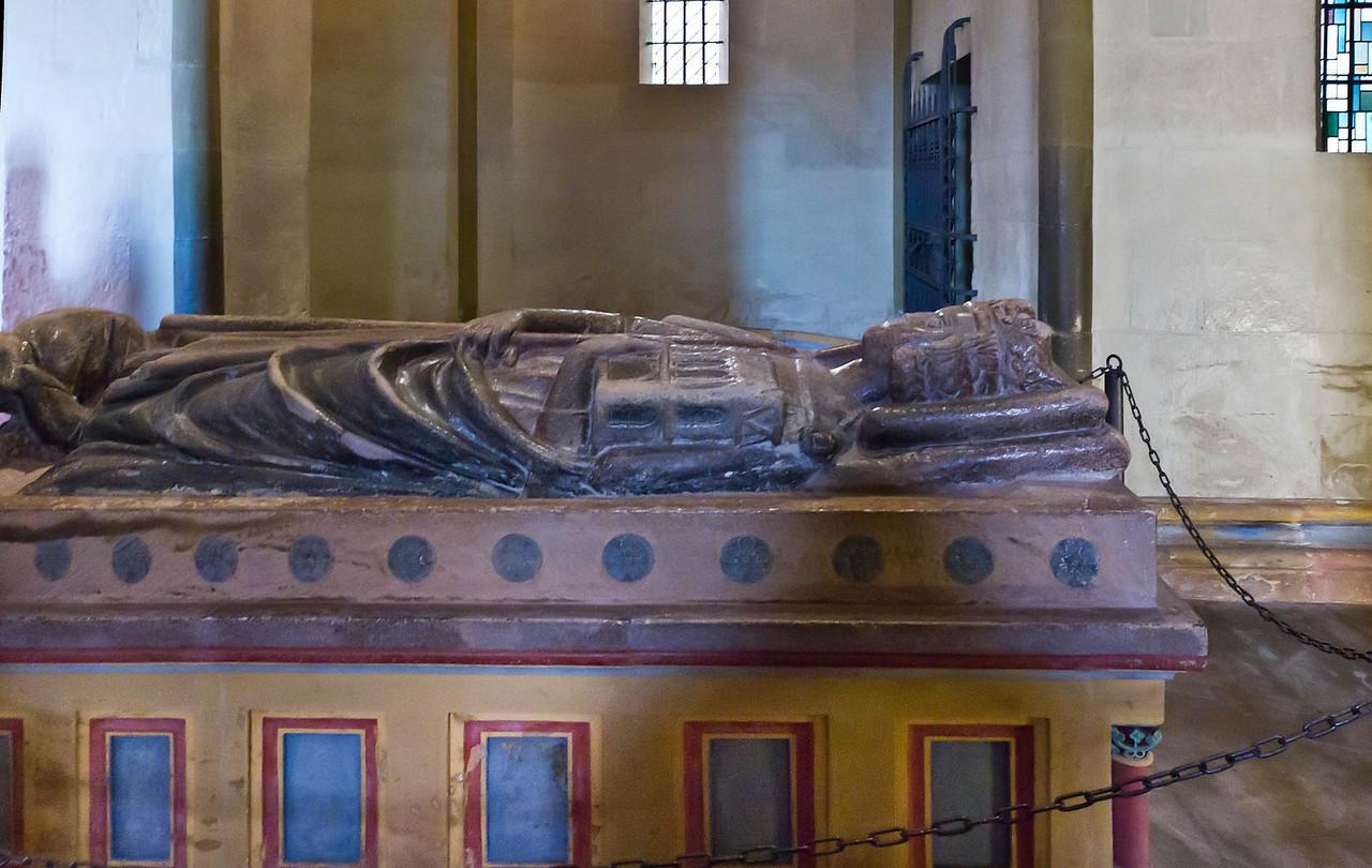 Goslar. Ulrichskapelle, Grabplatte für Kaiser Heinrich III. (2.H.13.Jh.)
