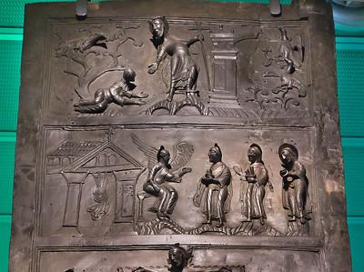 Hildesheim. Bernwardtür, NT 15,16: Das Leere Grab + Auferstandener vor Maria Magdalena (RPM)
