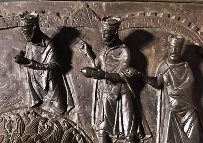 Hildesheim. Bernwardtür, NT 11: Anbetung der Könige, Detail (Dom)