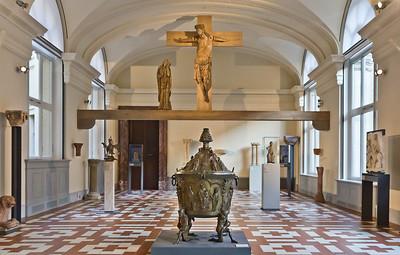 Taufbecken aus dem Hildesheimer Dom im Romaniksaal des Bodesmuseums, Berlin (bis 4/2013)