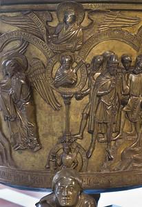 Taufbecken aus Hildesheimer Dom: Euphrat, Gerechtigkeit, Ezechiel, Evgl. Johannes
