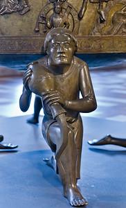 Taufbecken aus Hildesheimer Dom: Paradiesfluss Euphrat, Gerechtigkeit