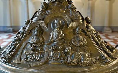 Taufbecken aus Hildesheimer Dom: Magdalena wäscht Jesus die Füße