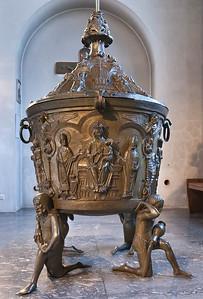 Hildesheim, Dom: Taufbecken des Wilbernus (ca. 1230) in Georgskapelle
