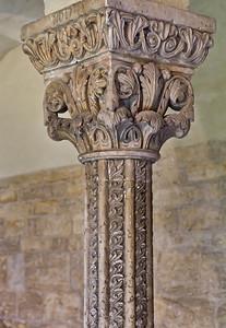Königslutter, Dom: Kreuzgang, Säule mit Kapitell