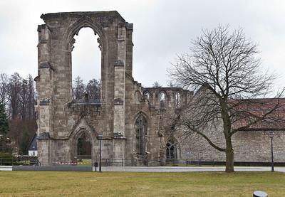 Walkenried, ehem. Zisterzienserkloster St. Maria. Kirchenruine und Klausur von Westen