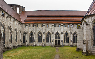 Walkenried, Klosterkreuzgang. Fassaden im Nordosten