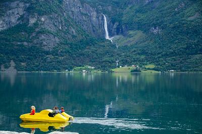 Luster Fjordcamping - Tretboot im Fjord