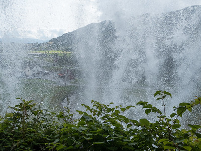 Steinsdalfossen - Hinter dem Wasserfall  von Kerstin
