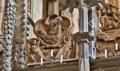 Halberstadt, Dom. Triumphkreuz: Adam unter Kreuz