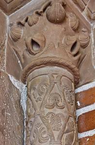Jerichow, Stiftskirche: Detail nördl. Pfeiler an Portal zum Kreuzgang