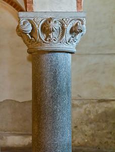 Jerichow, Stiftskirche: östl. Säule in Krypta mit Granitschaft