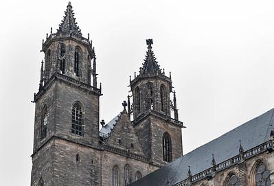 Magdeburg, Dom. Obergeschosse der Westürme von Südosten