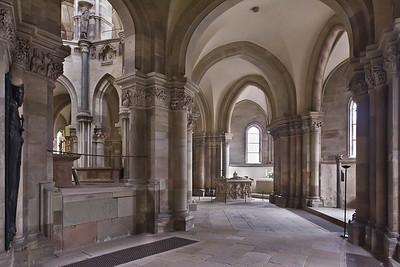 Magdeburg, Dom. Südlicher Chorumgang nach Osten mit Editha-Grabmal