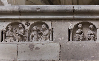 Magdeburg, Dom. Tugenden und Laster in Südwand des Chors