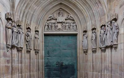 Magdeburg, Dom. Kluge und törichte Jungfrauen am Nordportal des Querhauses in Paradiesvorhalle (um 1250)