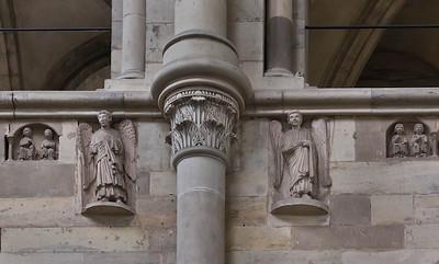Magdeburg, Dom. Tugenden und Laster, sowie 2 Engel in Südwand des Chors